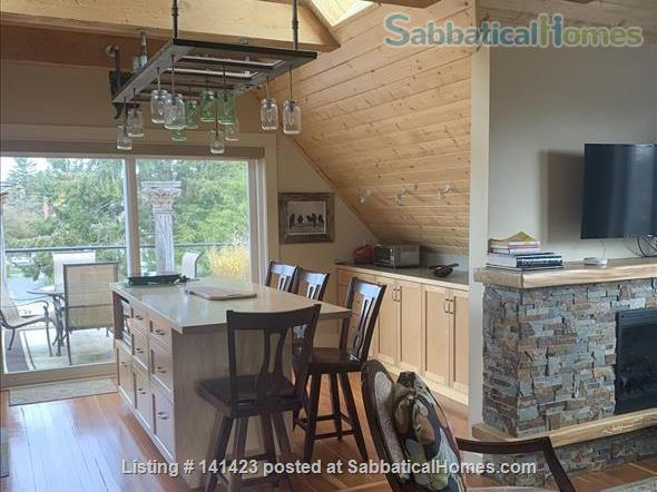 Chapman Street Loft - Close to Ocean, Park and Cook Street Village Home Rental in Victoria, British Columbia, Canada 4