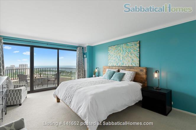 35th floor with unobstructed, sweeping 270+ degree views of the city and lake Home Rental in Chicago, Illinois, United States 9