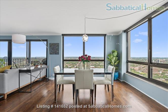 35th floor with unobstructed, sweeping 270+ degree views of the city and lake Home Rental in Chicago 5 - thumbnail