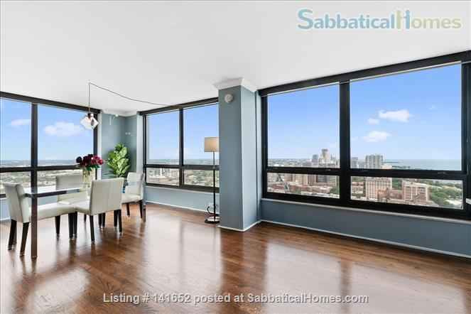 35th floor with unobstructed, sweeping 270+ degree views of the city and lake Home Rental in Chicago, Illinois, United States 6
