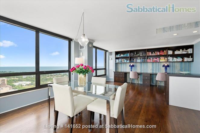 35th floor with unobstructed, sweeping 270+ degree views of the city and lake Home Rental in Chicago, Illinois, United States 7