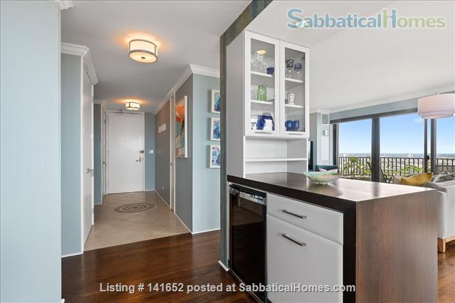 35th floor with unobstructed, sweeping 270+ degree views of the city and lake Home Rental in Chicago, Illinois, United States 8