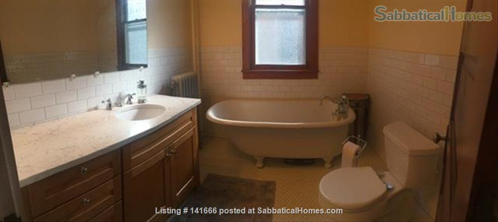 Sunny, Historic 3 Bedroom on Park Home Rental in Madison, Wisconsin, United States 8