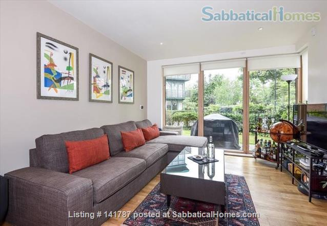 Modern two-bedroom flat in North Oxford Home Rental in Oxford, England, United Kingdom 1