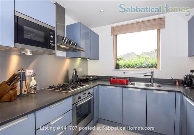 Modern two-bedroom flat in North Oxford Home Rental in Oxford, England, United Kingdom 3