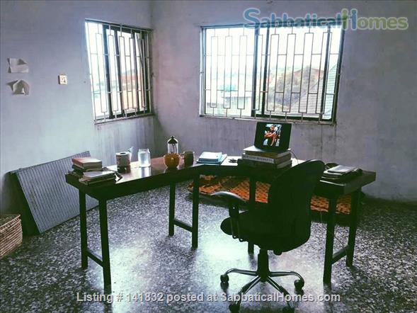 En Suite Room in Artist's Flat in Lagos Home Rental in Lagos, LA, NG 4