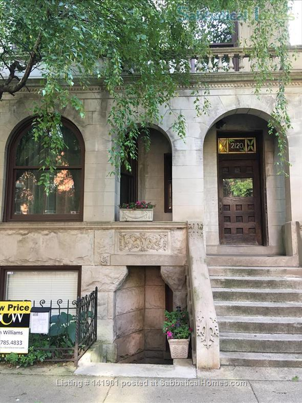 Lovely garden apartment in Chicago's Lincoln Park neighborhood Home Rental in Chicago, Illinois, United States 2