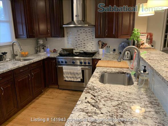 Updated 2BR/2.5BA Dog-Friendly Row Home in Capitol Hill with Parking! Home Rental in Washington, District of Columbia, United States 5