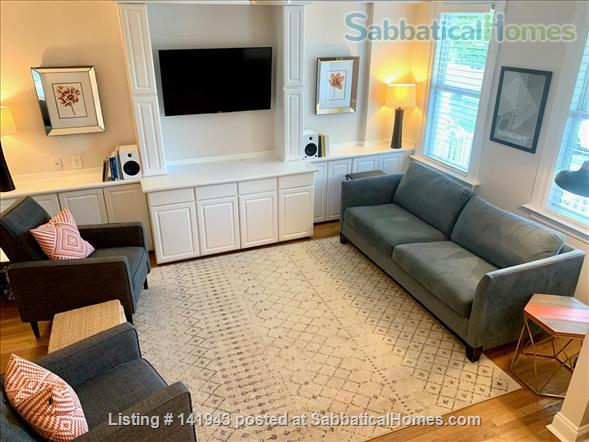 Updated 2BR/2.5BA Dog-Friendly Row Home in Capitol Hill with Parking! Home Rental in Washington, District of Columbia, United States 2