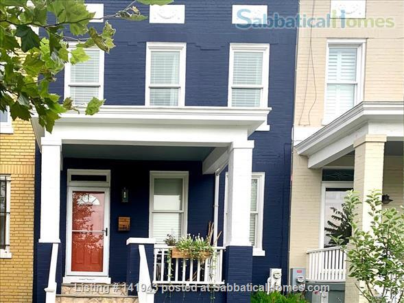 Updated 2BR/2.5BA Dog-Friendly Row Home in Capitol Hill with Parking! Home Rental in Washington, District of Columbia, United States 8