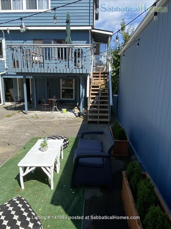Spacious  furnished 3 BD Home, views of Mt. Rainier and city Home Rental in Seattle, Washington, United States 9