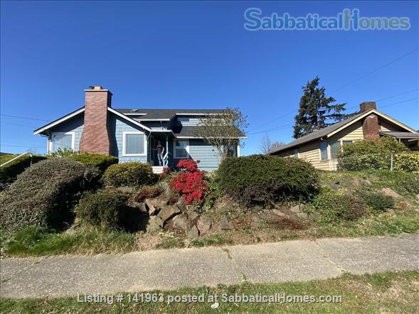 Spacious  furnished 3 BD Home, views of Mt. Rainier and city Home Rental in Seattle, Washington, United States 1