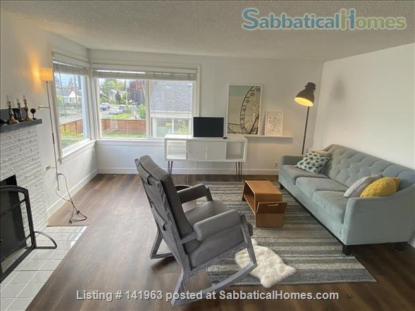 Spacious  furnished 3 BD Home, views of Mt. Rainier and city Home Rental in Seattle, Washington, United States 0
