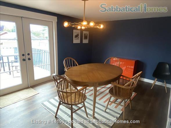 Spacious  furnished 3 BD Home, views of Mt. Rainier and city Home Rental in Seattle, Washington, United States 3