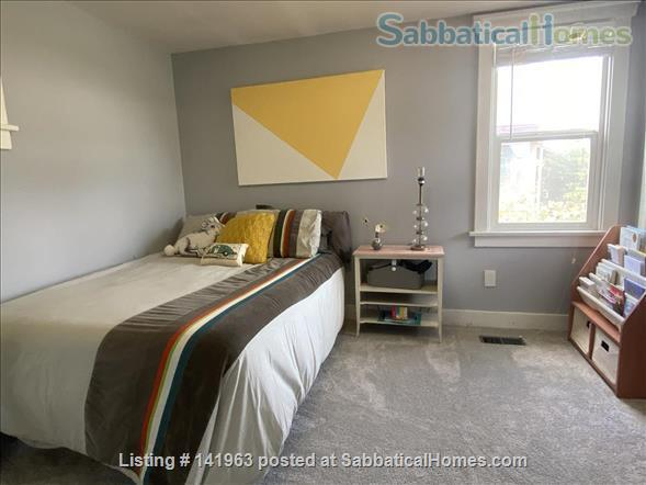 Spacious  furnished 3 BD Home, views of Mt. Rainier and city Home Rental in Seattle, Washington, United States 8
