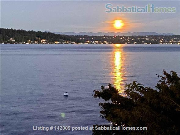 Lake Washington waterfront (in city) Home Rental in Seattle, Washington, United States 0