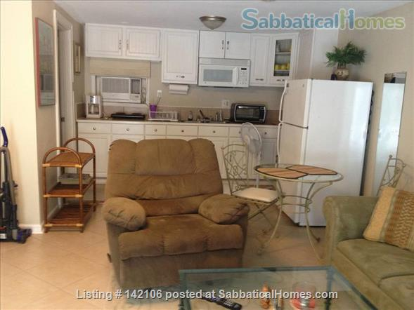 Furnished Poolside Independent Studio Home Rental in Metairie, Louisiana, United States 0
