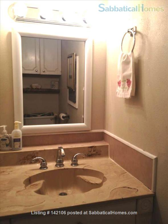 Furnished Poolside Independent Studio Home Rental in Metairie, Louisiana, United States 5