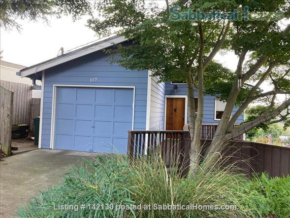 Beautiful Mid-century Modern Home with Views (available 2022!) Home Rental in Seattle, Washington, United States 3