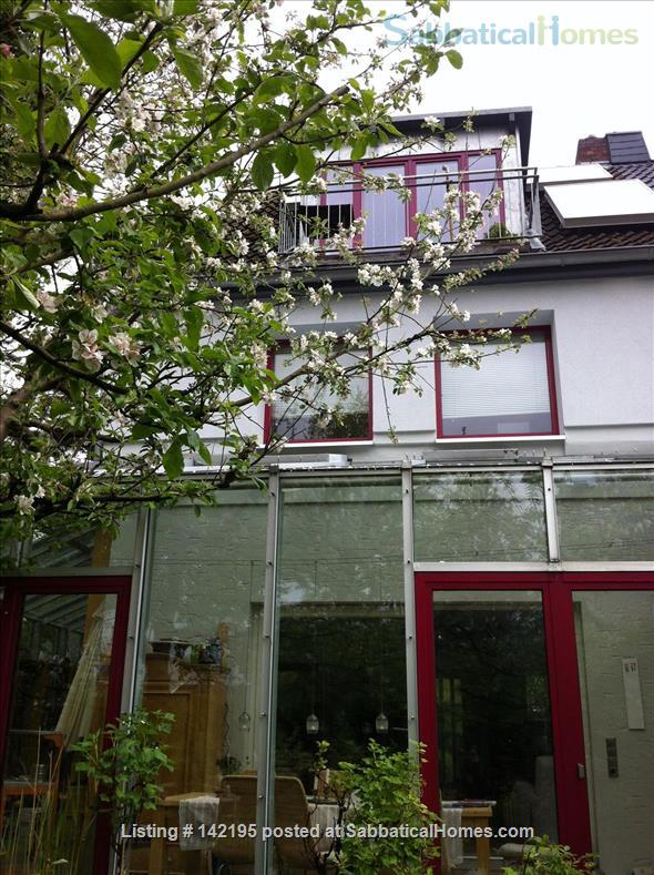 Beautiful little house with large conservatory/library and garden Home Rental in Hamburg, HH, Germany 1