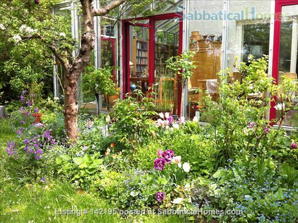 Beautiful little house with large conservatory/library and garden Home Rental in Hamburg, HH, Germany 0