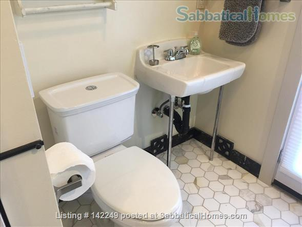 Gorgeous 2 bedroom 2 bathroom house in great neighborhood - 31 day minimum Home Rental in Oakland, California, United States 4