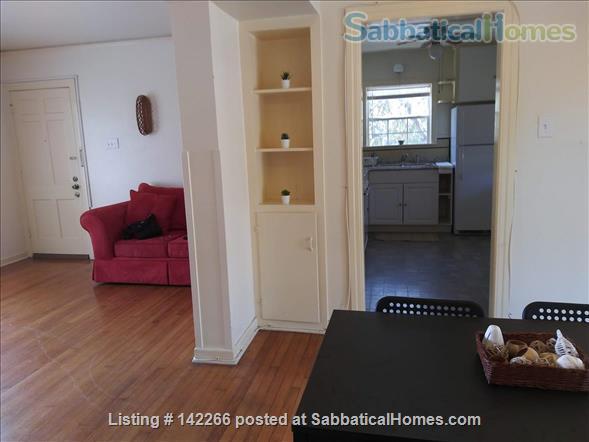 Hardwood Floors 2-bedroom Apt, Central Air, Free Parking and Large Yard Home Rental in San Antonio, Texas, United States 2