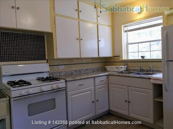 Hardwood Floors 2-bedroom Apt, Central Air, Free Parking and Large Yard Home Rental in San Antonio, Texas, United States 3