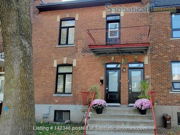 Charming and sunny 2 bedroom upper duplex apartment in Notre-Dame-de-Grâce (NDG) Home Rental in Montreal, Quebec, Canada 1