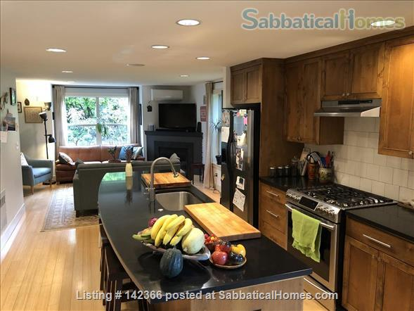 Airy 3BR townhome with offices and easy access to UW Home Rental in Seattle, Washington, United States 1