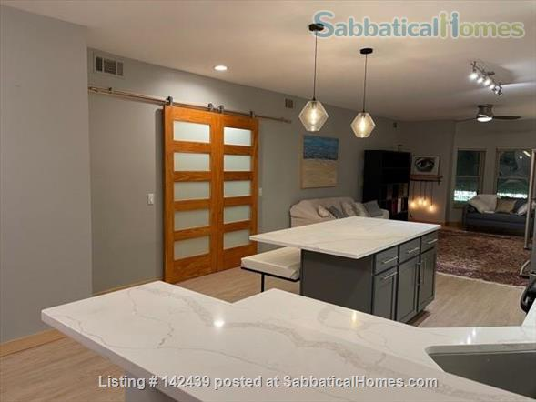 Lg. 1 bed/1 bath 2nd Floor Condo near Capitol Square.  Recently renovated Home Rental in Madison, Wisconsin, United States 3