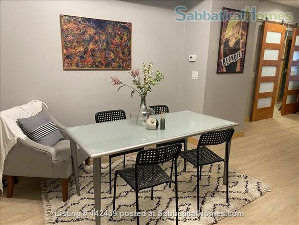 Lg. 1 bed/1 bath 2nd Floor Condo near Capitol Square.  Recently renovated Home Rental in Madison, Wisconsin, United States 4