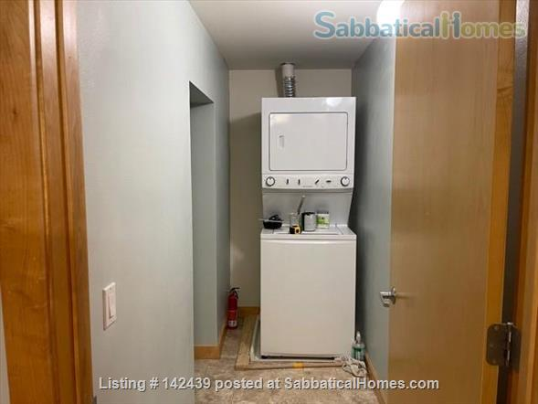 Lg. 1 bed/1 bath 2nd Floor Condo near Capitol Square.  Recently renovated Home Rental in Madison, Wisconsin, United States 7