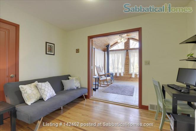 Sunny and Bright House in a Safe Neighborhood Near UMN Home Rental in Minneapolis, Minnesota, United States 5