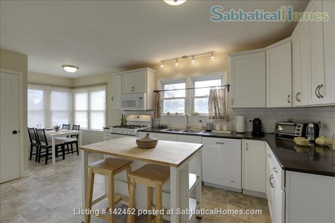 Sunny and Bright House in a Safe Neighborhood Near UMN Home Rental in Minneapolis, Minnesota, United States 3