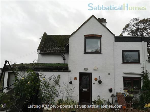 Whole House - old farmhouse in countryside 10 minutes commute time to Cambridge Home Rental in Hildersham, England, United Kingdom 1