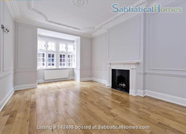A beautiful split level 3 bedroom apartment available in the heart of Kensington with outside space. Home Rental in London, England, United Kingdom 1