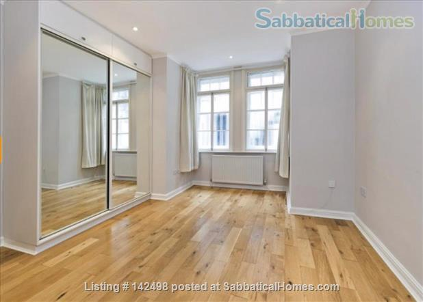 A beautiful split level 3 bedroom apartment available in the heart of Kensington with outside space. Home Rental in London, England, United Kingdom 4
