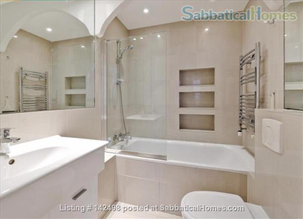 A beautiful split level 3 bedroom apartment available in the heart of Kensington with outside space. Home Rental in London, England, United Kingdom 5