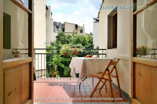Quiet luminous balcony Apartment Home Rental in Florence, Toscana, Italy 1