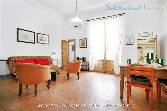 Quiet luminous balcony Apartment Home Rental in Florence 2