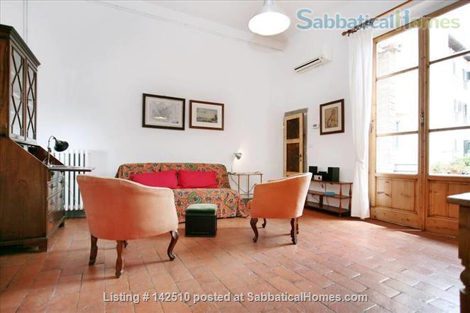 Quiet luminous balcony Apartment Home Rental in Florence, Toscana, Italy 3