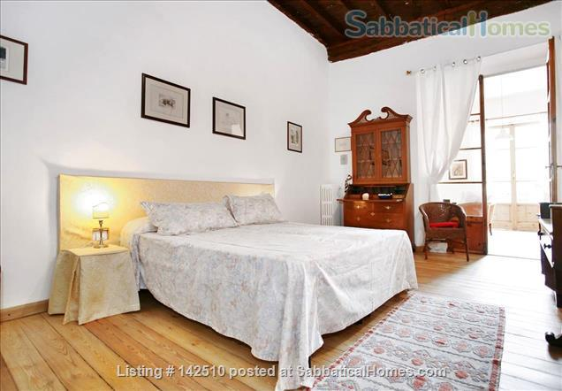 Quiet luminous balcony Apartment Home Rental in Florence 8
