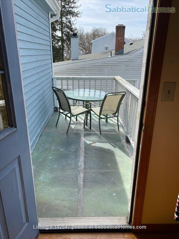 Hilltop 4BR - Near Yale - Fabulous Water Views, Beaches, Ideal for Family Home Rental in West Haven, Connecticut, United States 9