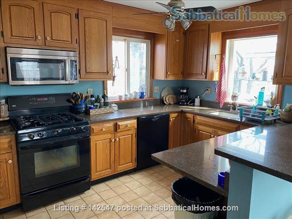 Hilltop 4BR - Near Yale - Fabulous Water Views, Beaches, Ideal for Family Home Rental in West Haven, Connecticut, United States 3