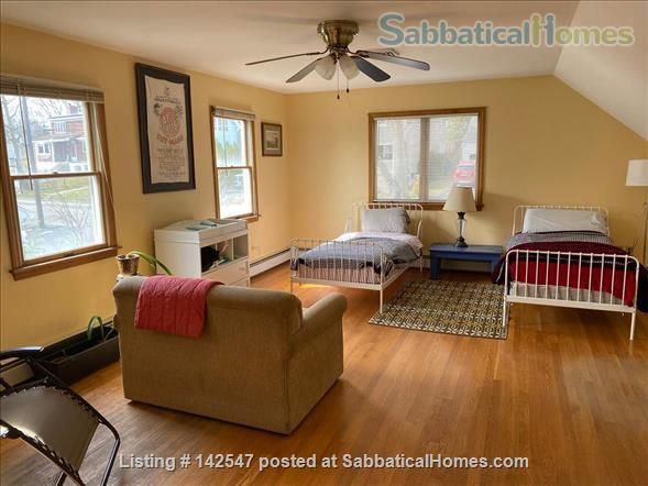Hilltop 4BR - Near Yale - Fabulous Water Views, Beaches, Ideal for Family Home Rental in West Haven, Connecticut, United States 8