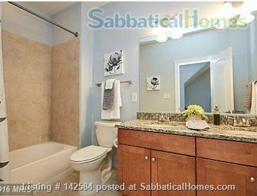 Walkable Arlington, VA townhome with ample parking Home Rental in Arlington, Virginia, United States 9