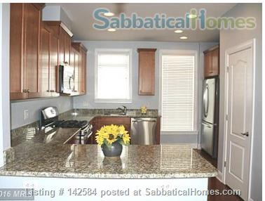 Walkable Arlington, VA townhome with ample parking Home Rental in Arlington, Virginia, United States 3