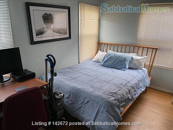 Cozy 3 bedroom home with very large yard in North Berkeley Home Rental in Albany, California, United States 2