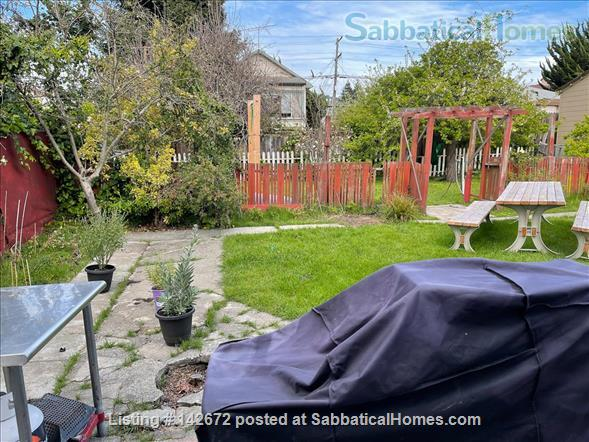 Cozy 3 bedroom home with very large yard in North Berkeley Home Rental in Albany, California, United States 5